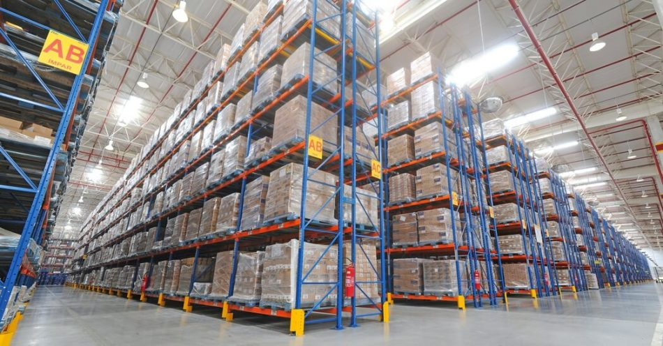 Develops, designs, produces, integrates and implements solutions in moving and storage, optimizing space and guaranteeing the performance according to the requirements of each client.
